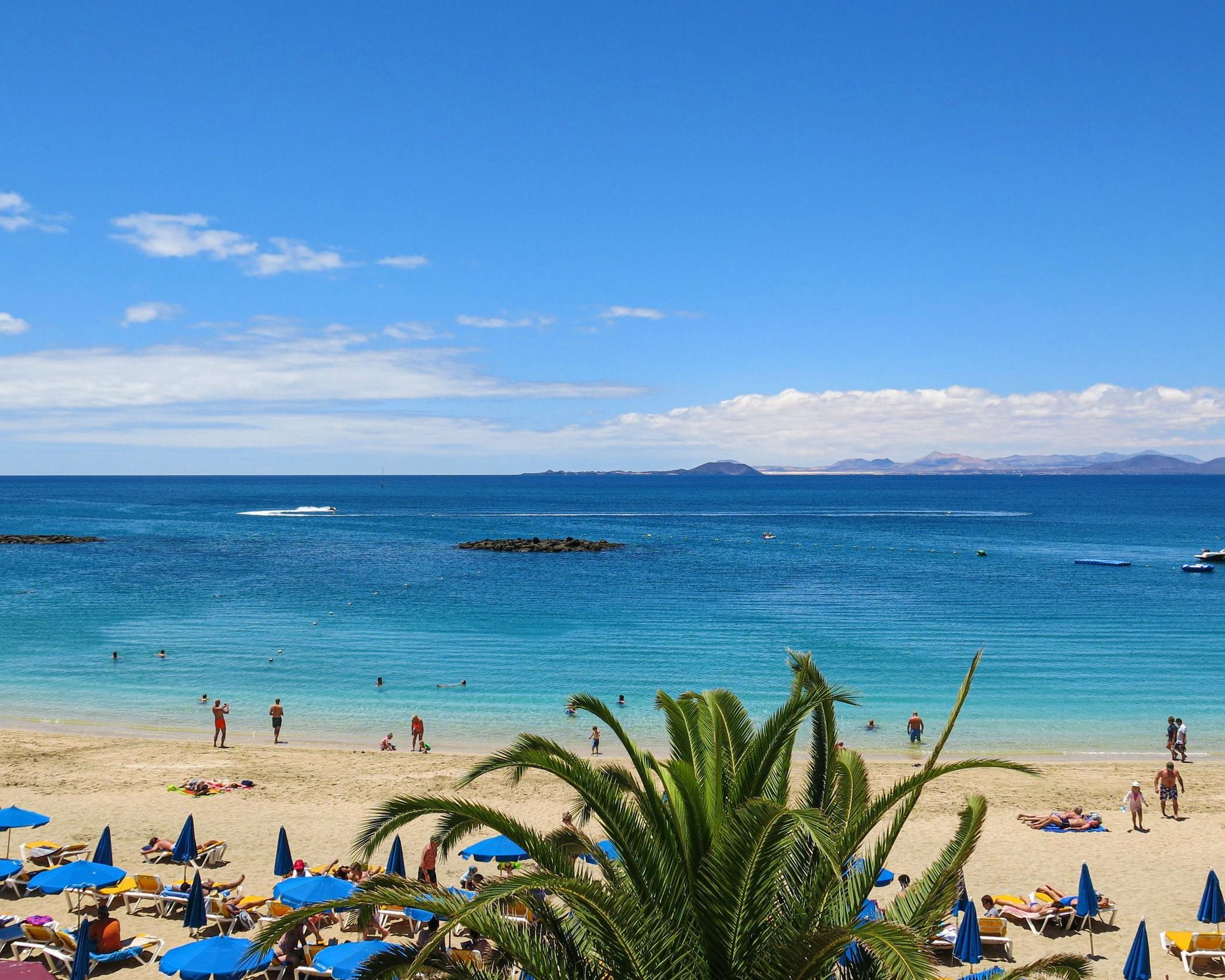 Disfruta de increíbles playas en Lanzarote desde Madrid